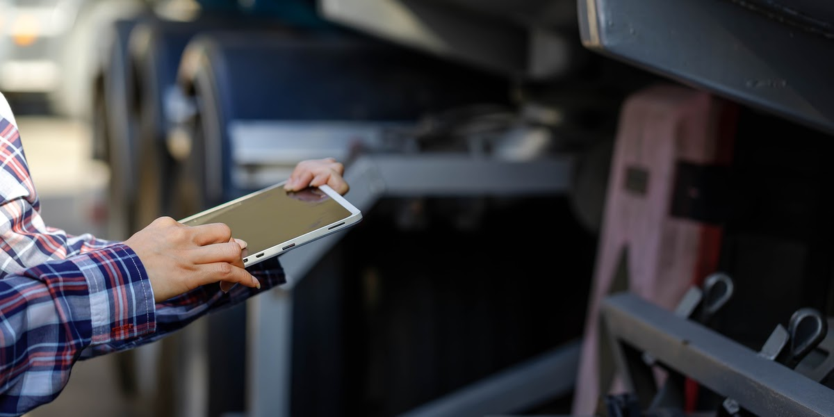Man holding smart tablet to log time for ELD mandate for improved safety
